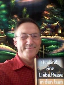 Der Suhler Udo Schneider mit seinem Buch